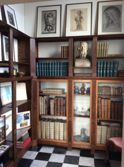 Afgebouwde bibliotheekkast in het museum Huygens' Hofwijck