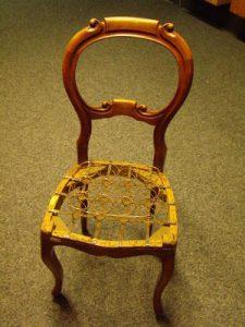 Herstelde stoel nog zonder gestoffeerde zitting