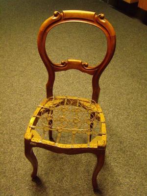 De sitting moet nog op de stoel